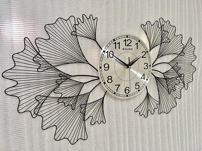 Đồng hồ treo tường đính đá hình lá rẽ quạt màu đen