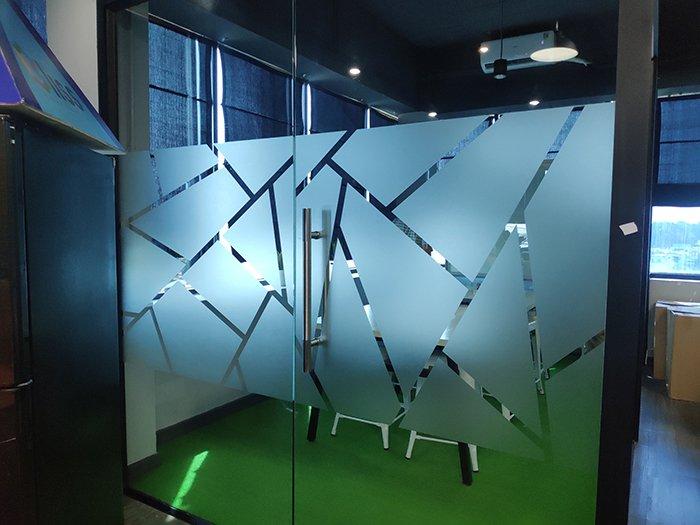 Decal dán kính theo yêu cầu họa tiết sọc chéo kim cương