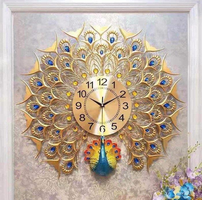 Đồng hồ đính đá công vàng xòe đuôi