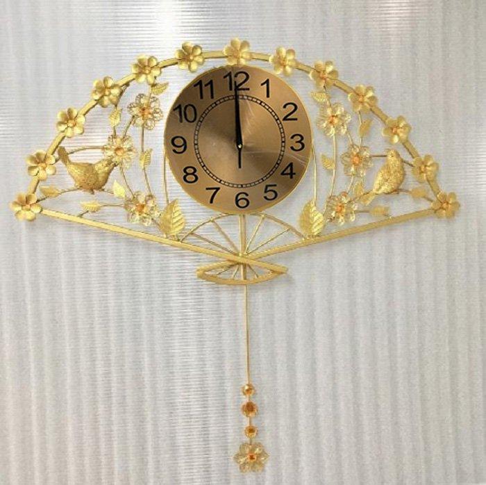 Đồng hồ treo tường đính đá quạt xòe hoa lá