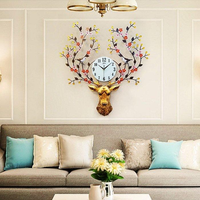 Đồng hồ treo tường đính đá hươu vàng và hoa