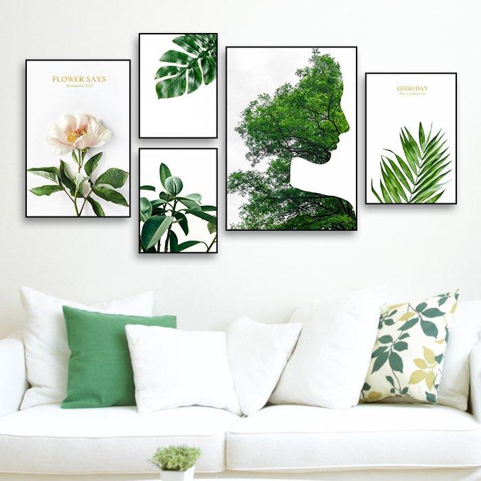 Tranh treo tường cô gái và lá xanh
