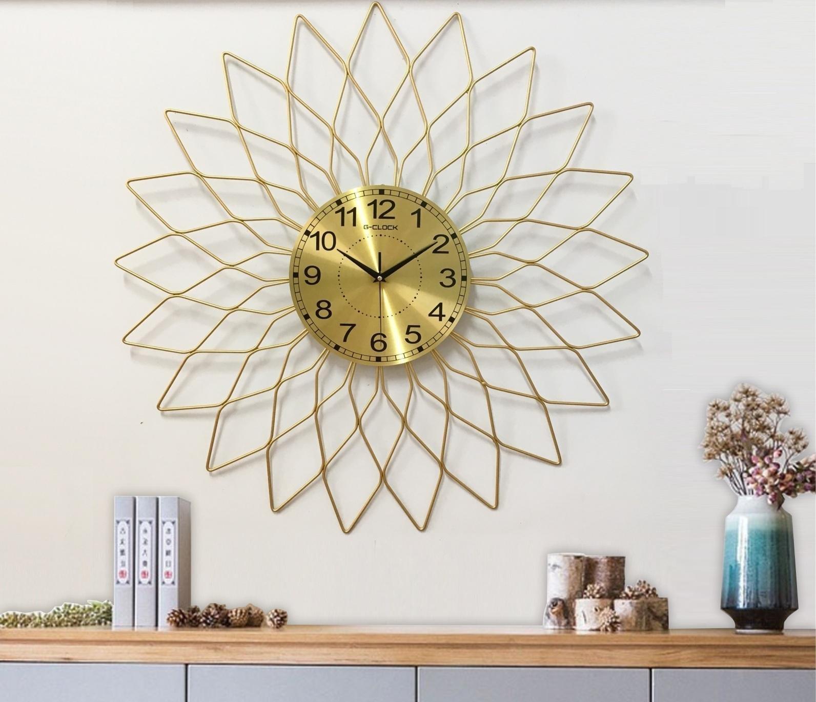 Đồng hồ treo tường đính đá cánh hoa vàng