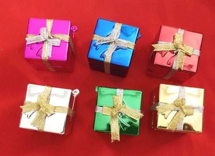 Đồ trang trí noel hộp quà treo nhiều màu