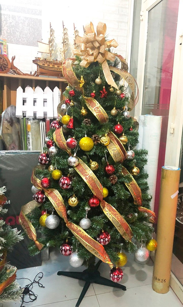 Cây thông Noel trang trí mẫu 4 cây thông 1m8