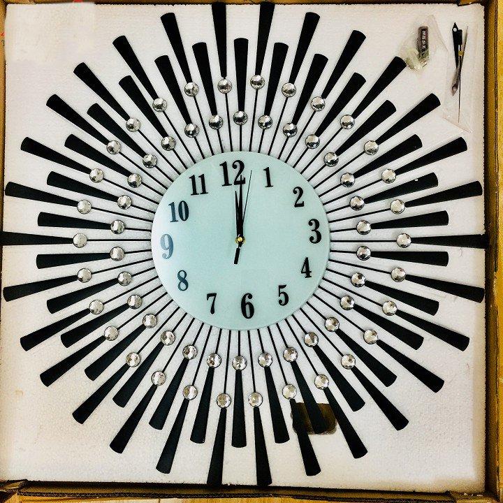 Đồng hồ đính đá treo tường mặt trời đen