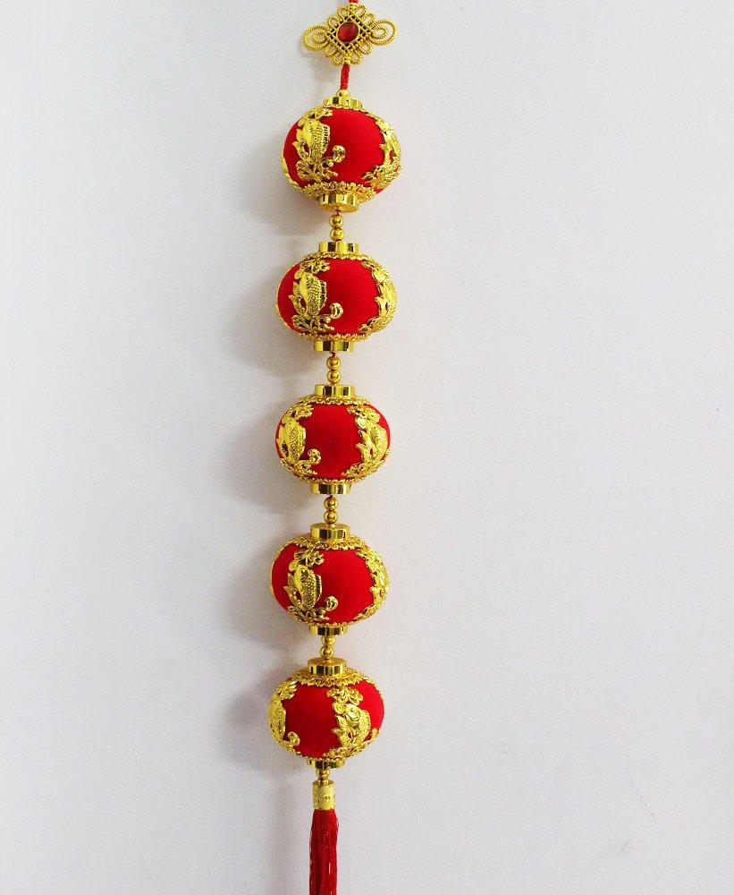 Đèn lồng đỏ và chép vàng trang trí tết