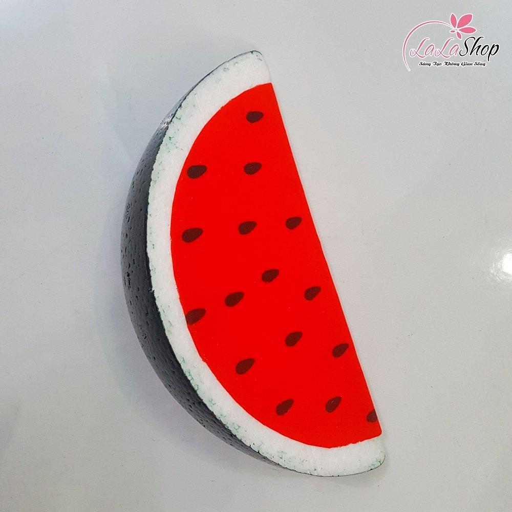 Miếng dưa hấu đỏ trang trí tết