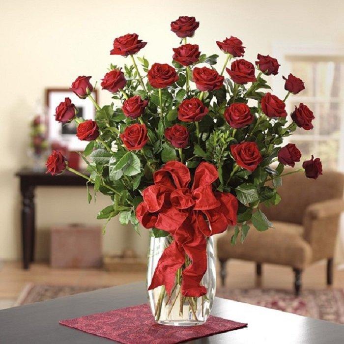 Cành hoa hồng lụa đỏ trang trí tết