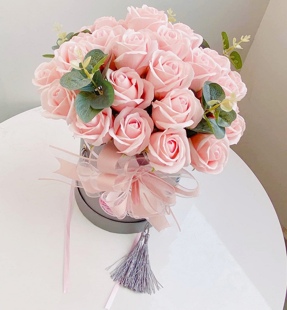 Chậu hoa hồng sáp thơm