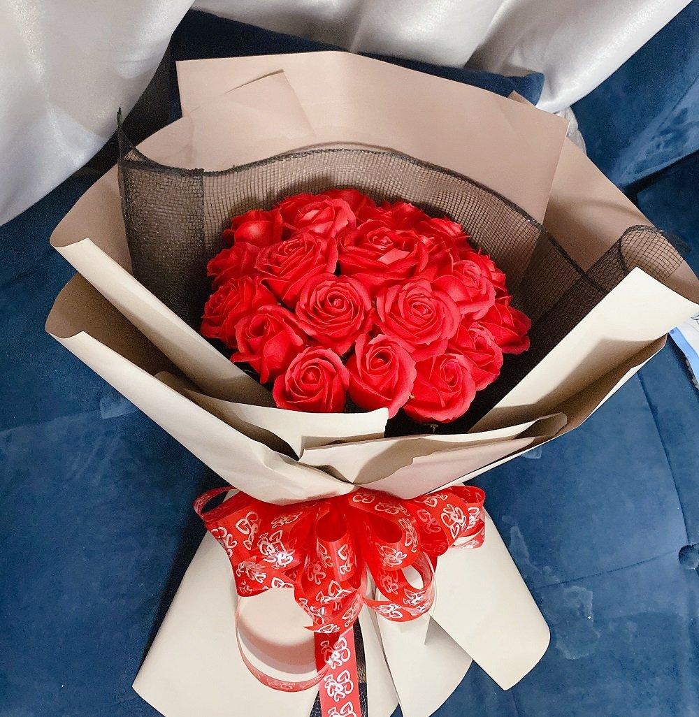 Bó hoa hồng sáp thơm nơ đỏ