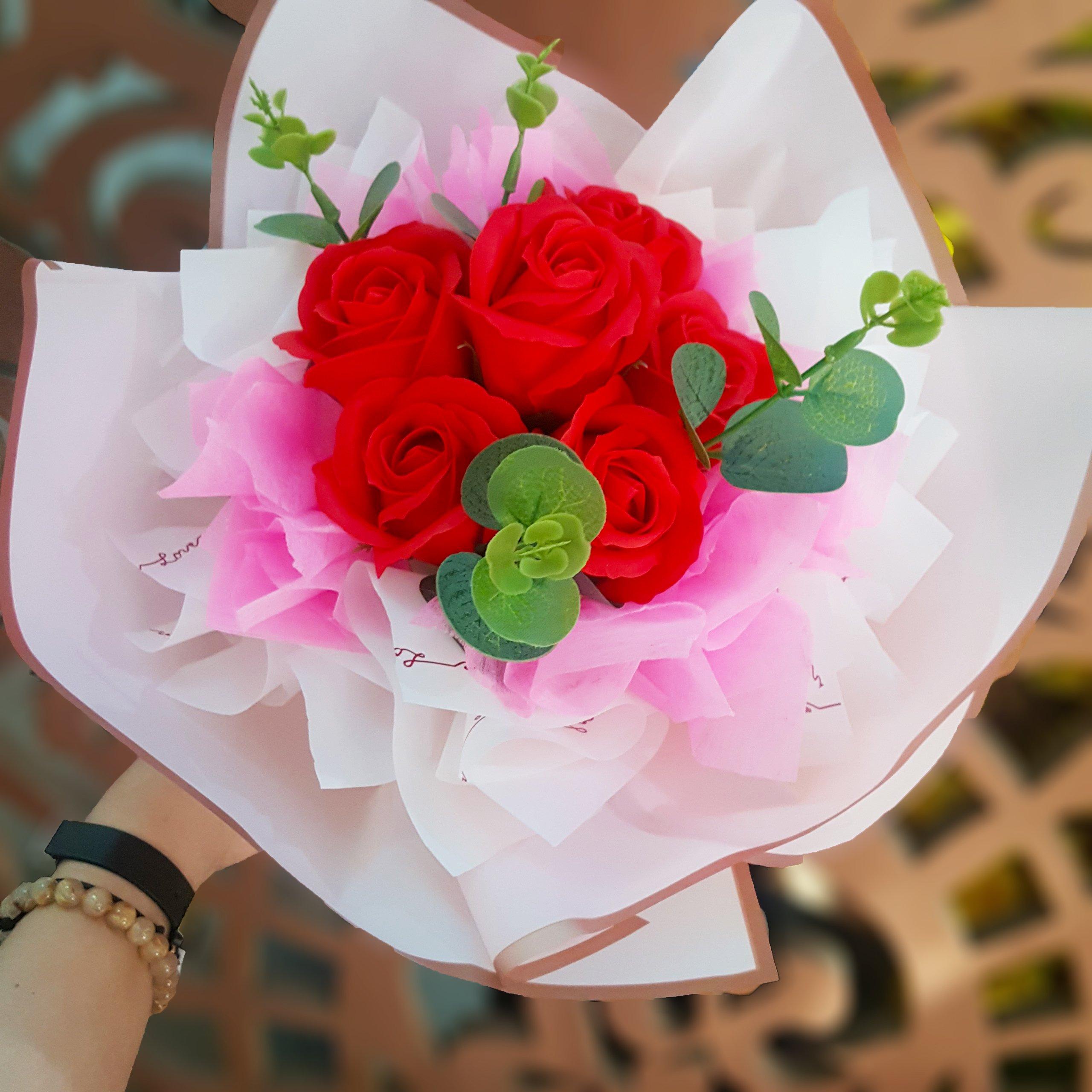 Bó hoa hồng sáp thơm màu đỏ 6 bông - Tặng kèm thiệp xinh xắn H052