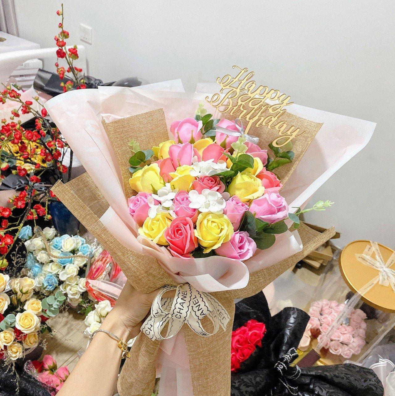 Bó hoa hồng sáp thơm kèm thiệp - H068