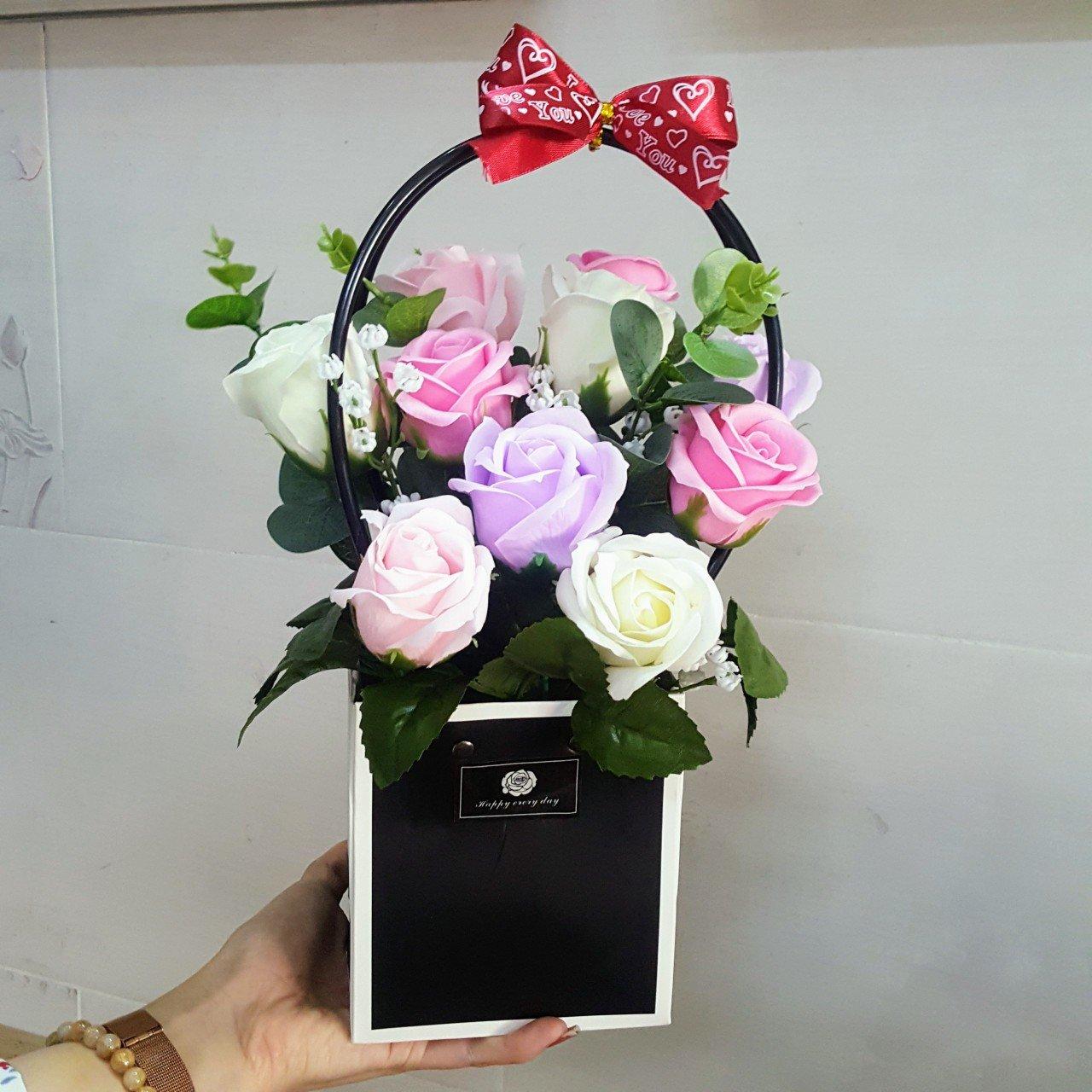 Giỏ hoa sáp quà tặng 8-3 kèm thiệp - H060