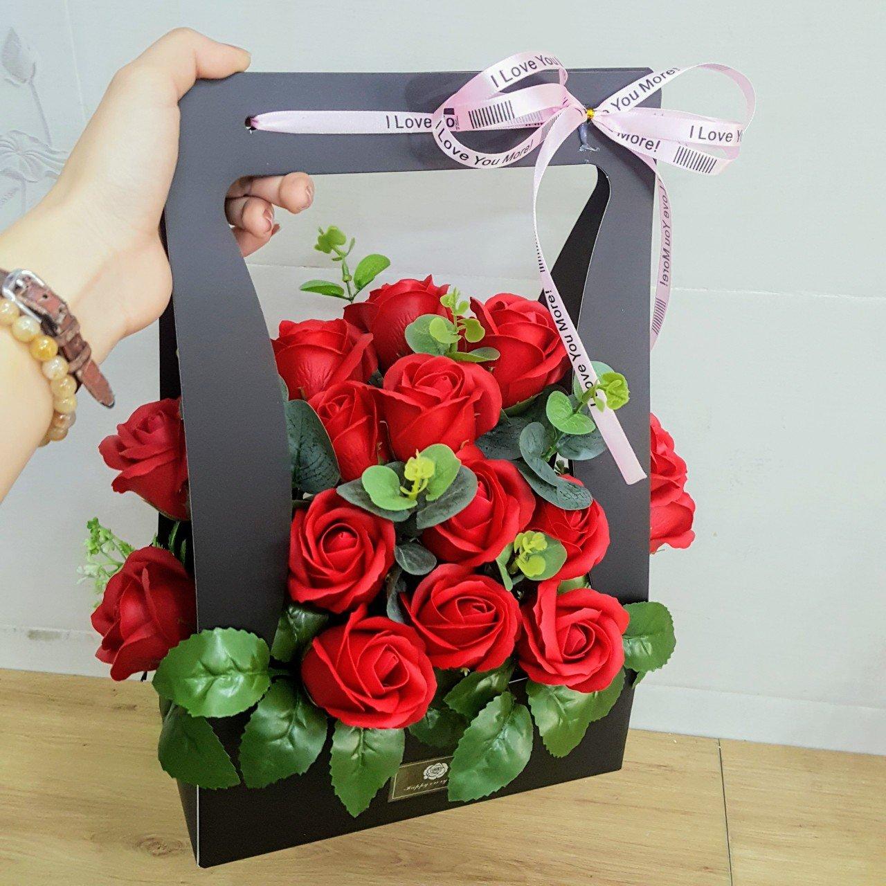 Giỏ hoa hồng sáp thơm Đỏ - H074