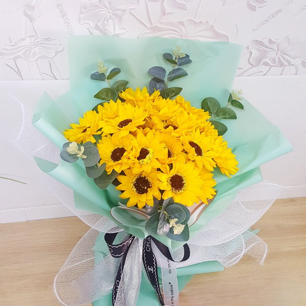 Bó hoa hướng dương vàng khoe sắc