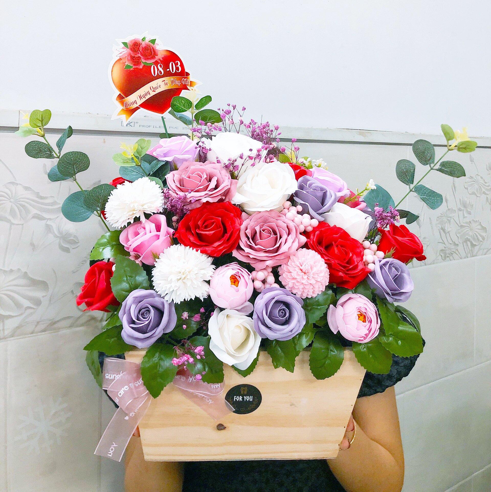 Giỏ hoa hồng sáp thơm những sắc màu
