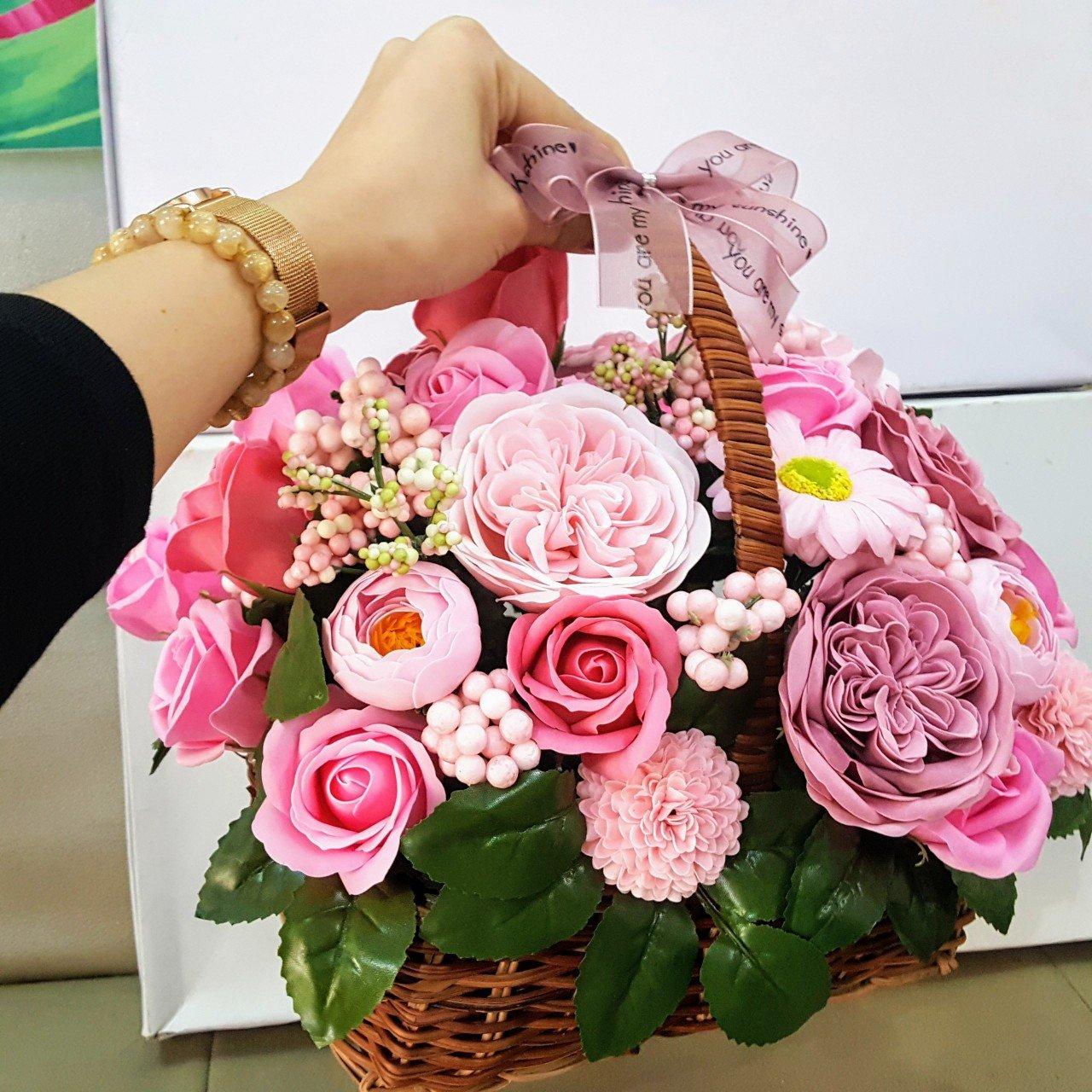 Giỏ hoa sáp thơm nhiều màu - H107
