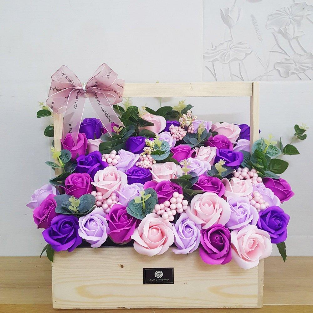 Giỏ hoa sáp thơm gỗ sắc tím chen hồng