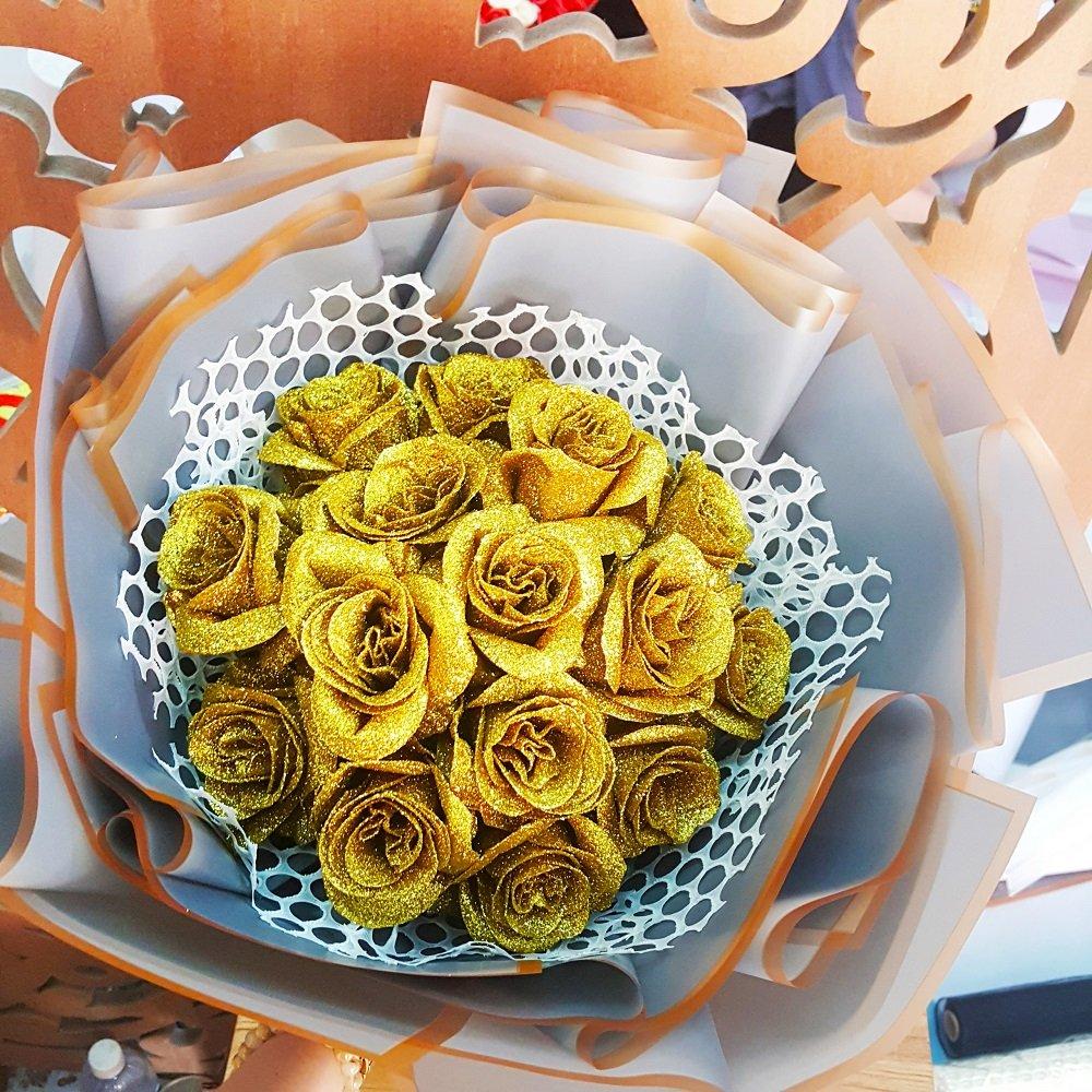 Bó hoa sáp thơm kim tuyến vàng