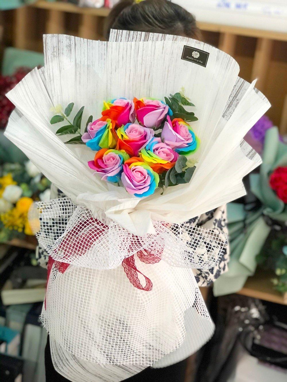Bó hoa sáp thơm cầu vồng 2