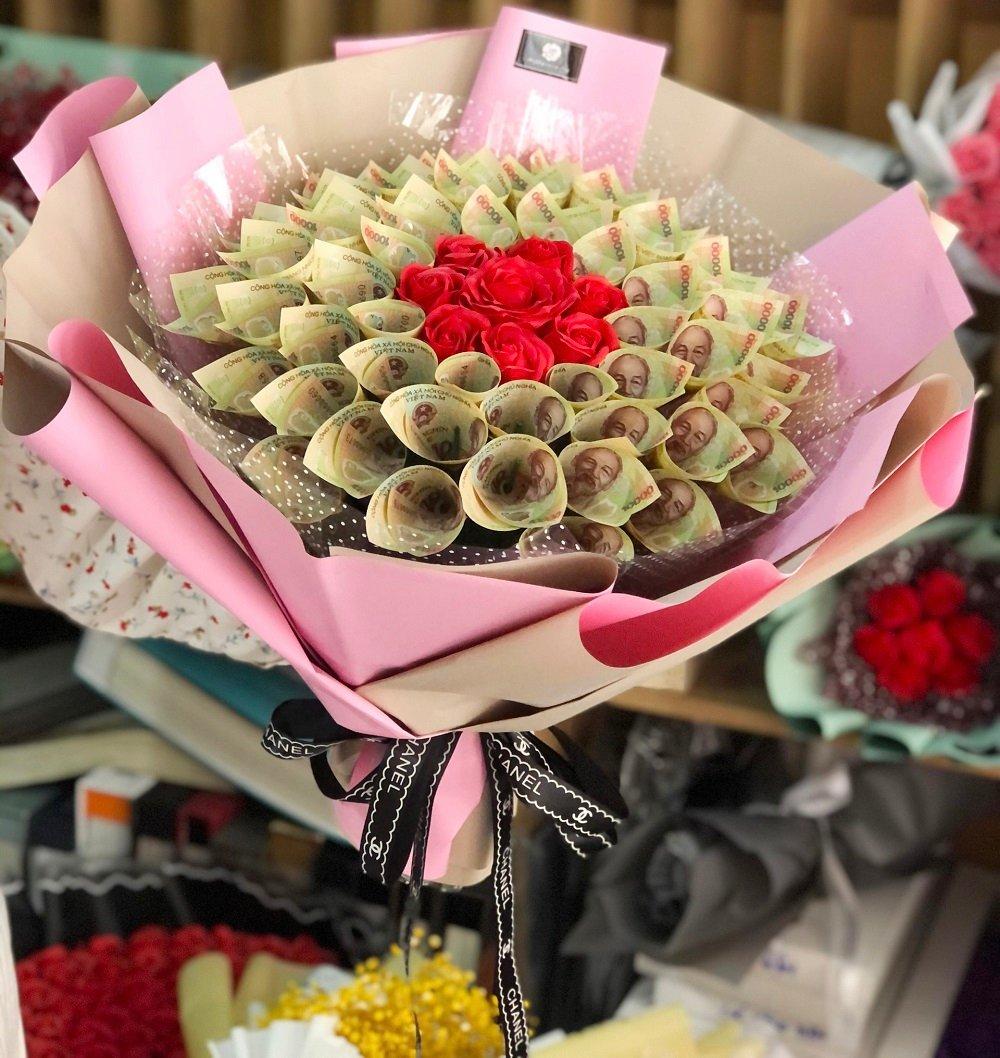 Bó hoa tiền kèm hoa sáp thơm 3
