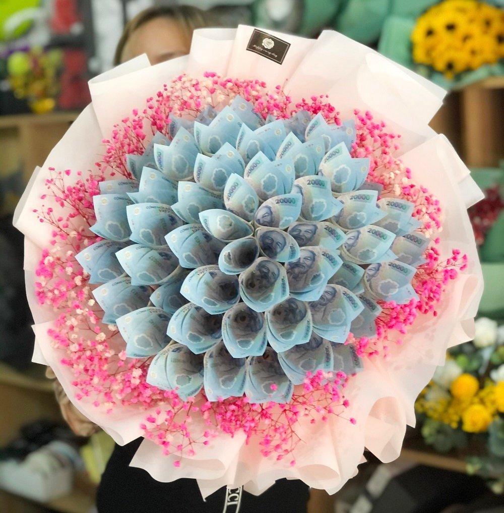 Bó hoa làm bằng tiền polyme ( 50 bông )