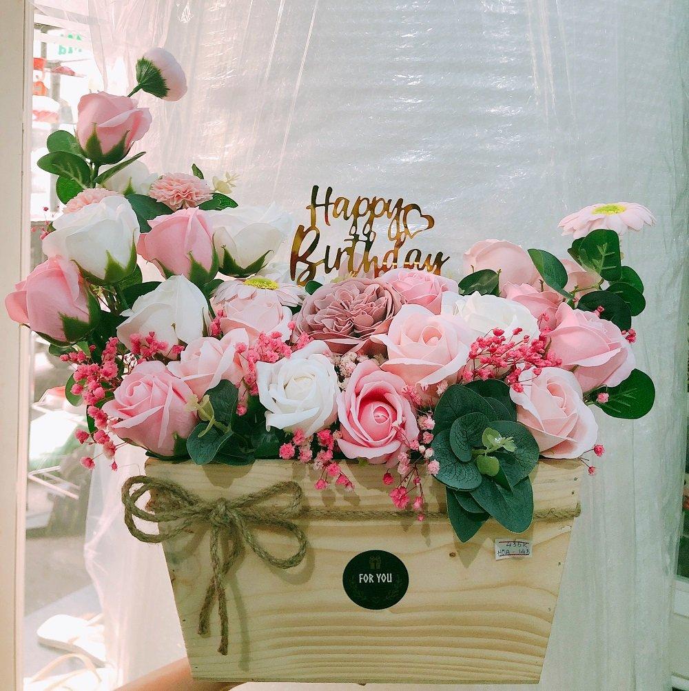 Chậu hoa hồng sáp thơm sắc hồng