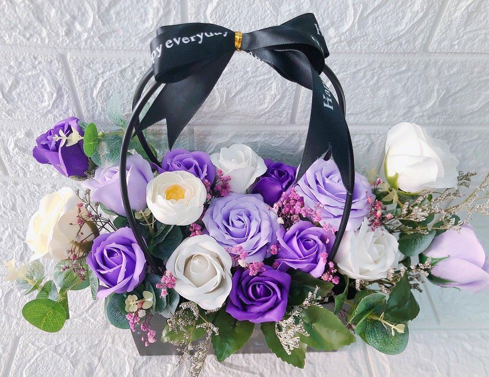 Giỏ hoa hồng sáp thơm 16 bông sắc tím