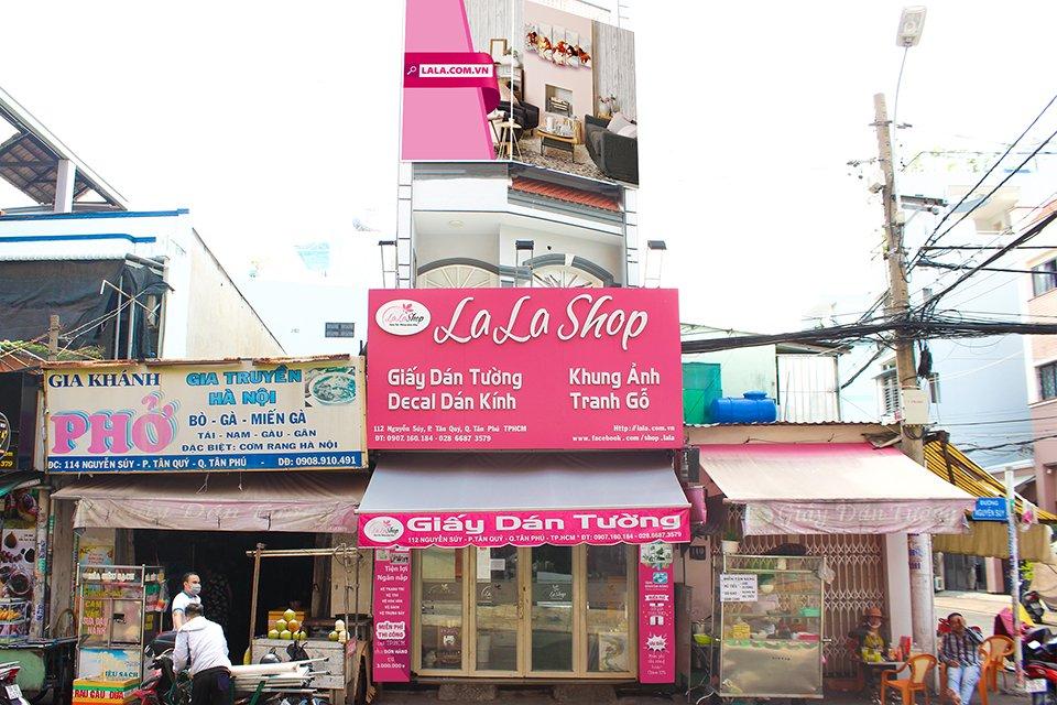 Lala Shop với hơn 7 năm kinh nghiệm trong ngành tranh và decal trang trí nội thất uy tín tại Tphcm