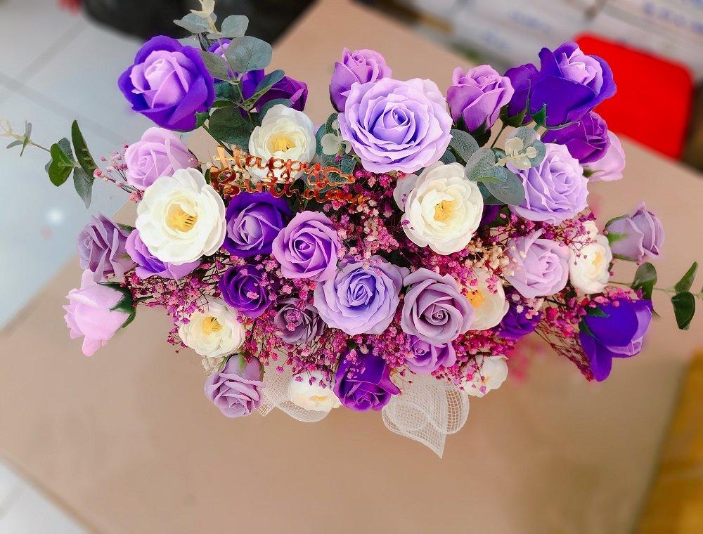 Giỏ 45 hoa hồng sáp thơm gỗ sắc tím