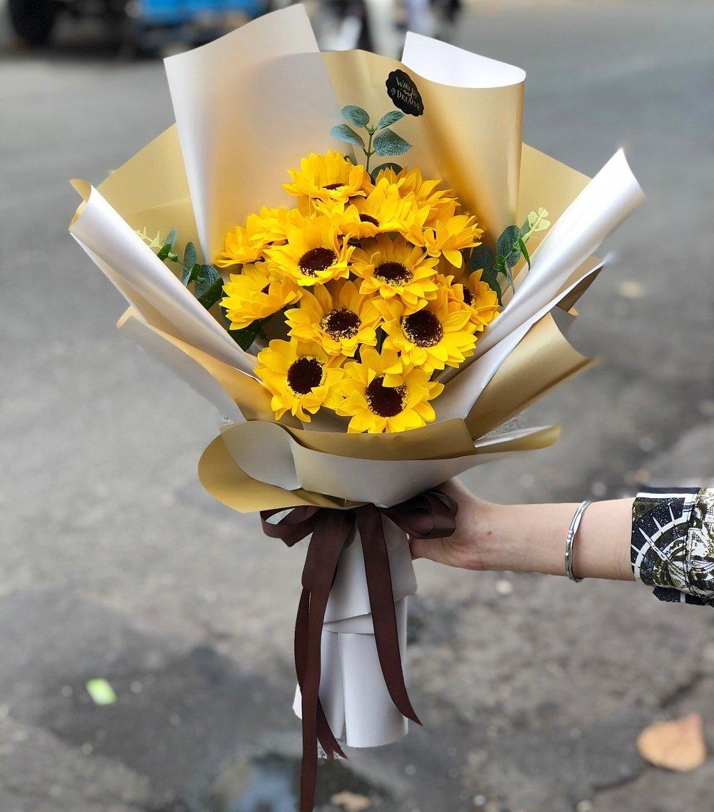 Bó 15 hoa hướng dương tốt nghiệp