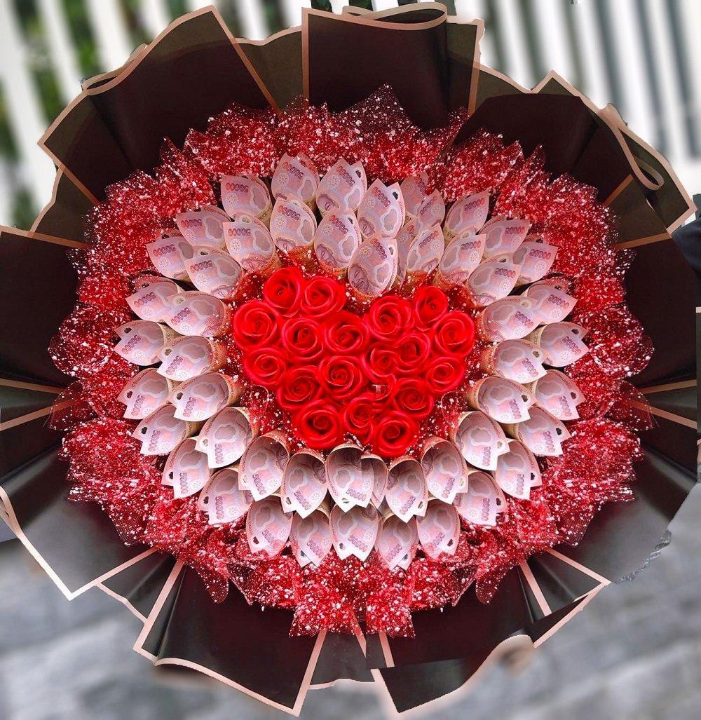 Bó hoa tiền kèm sáp thơm hình trái tim 50 tờ