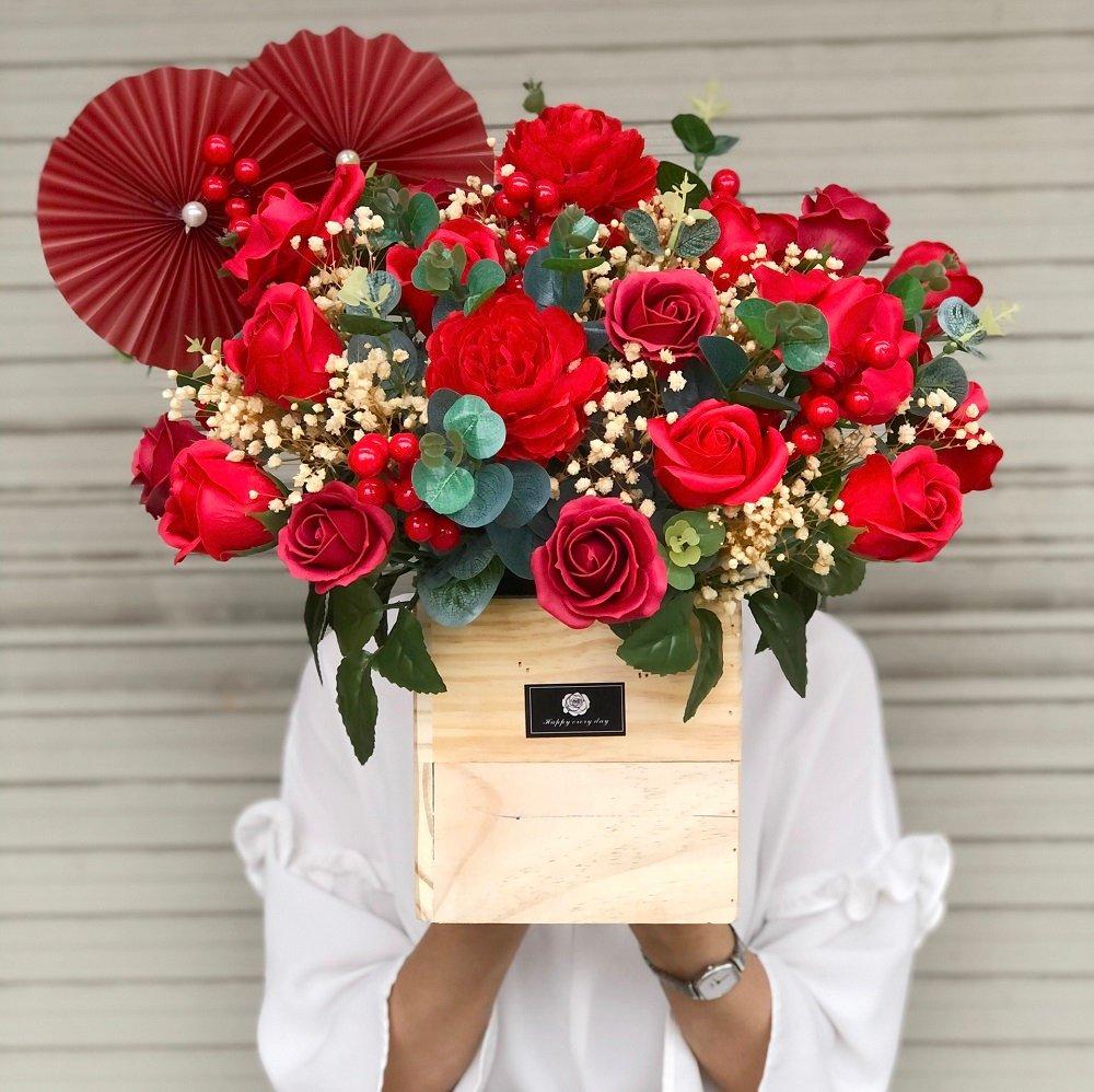 Chậu gỗ hoa sáp thơm kèm hoa khô baby