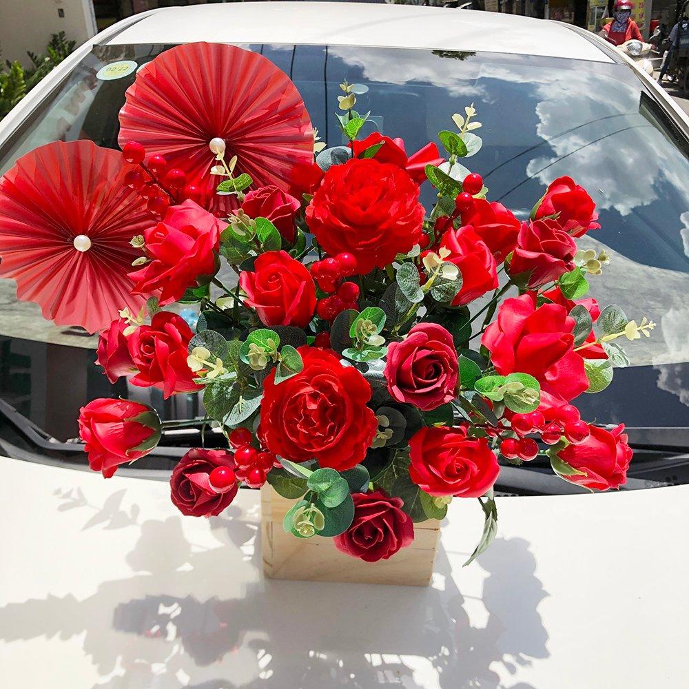 Chậu hoa gỗ sáp thơm sắc đỏ rực rỡ