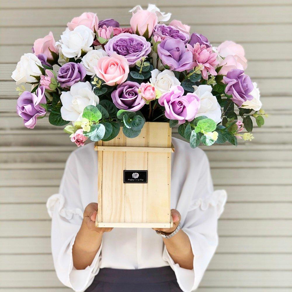 Chậu hoa gỗ sáp thơm sắc tím