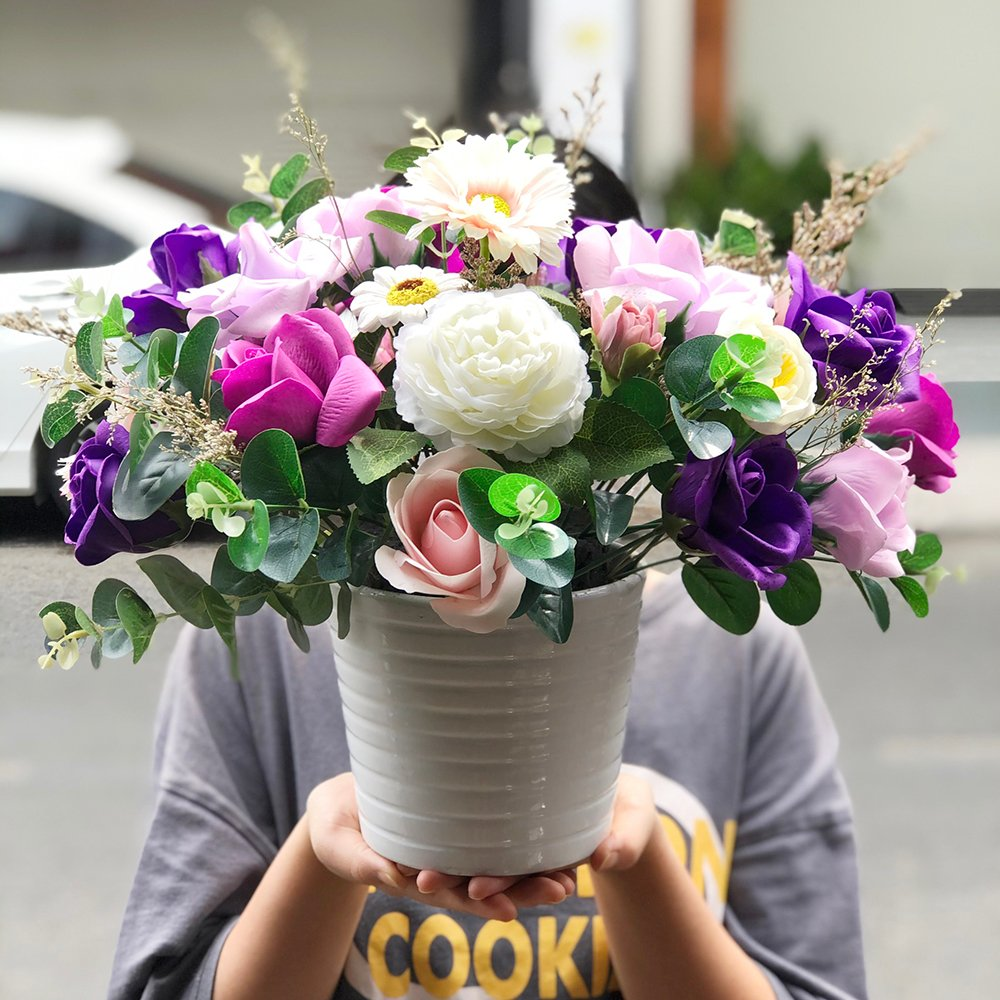 Chậu hoa sáp thơm sắc tím