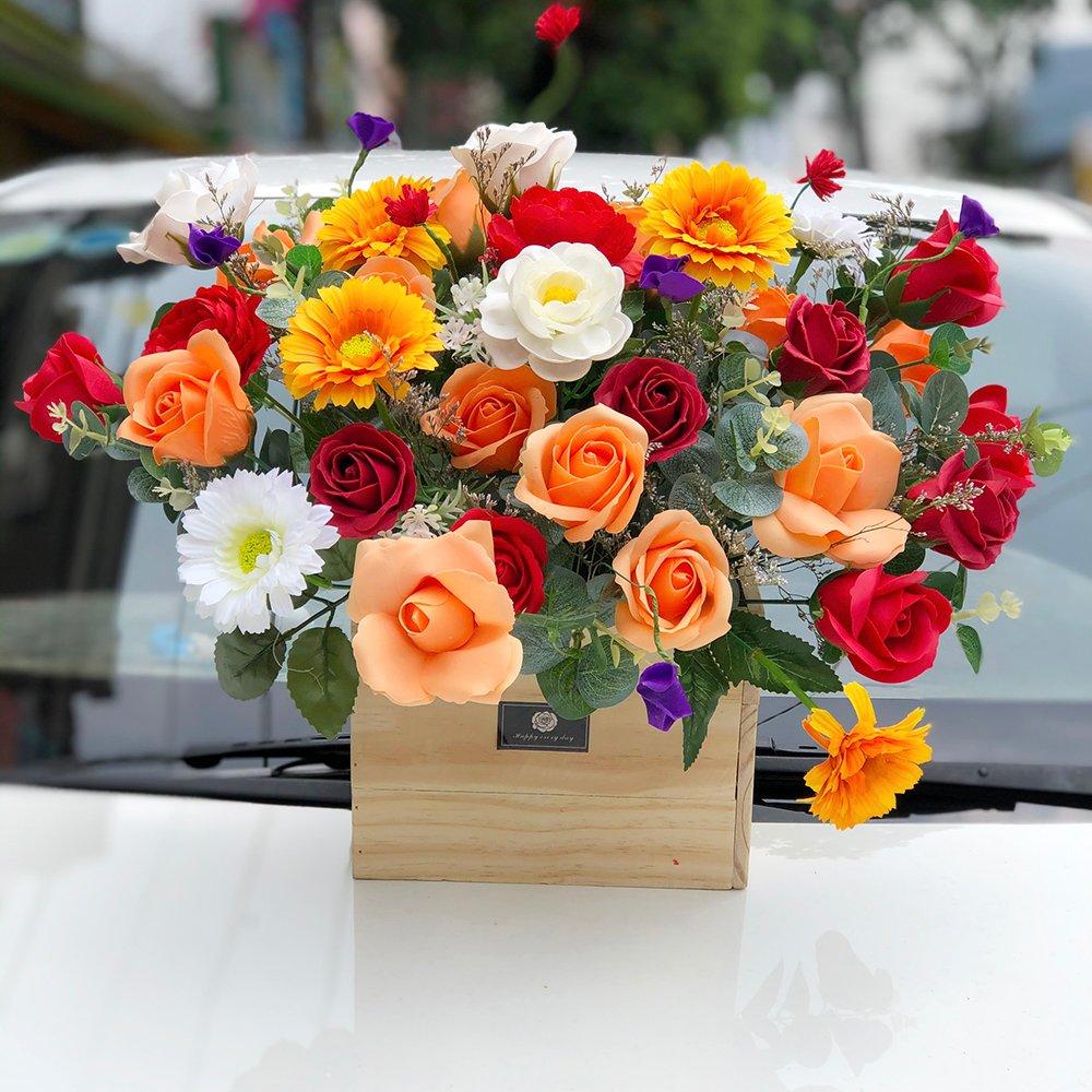 Chậu hoa sáp thơm sắc cam