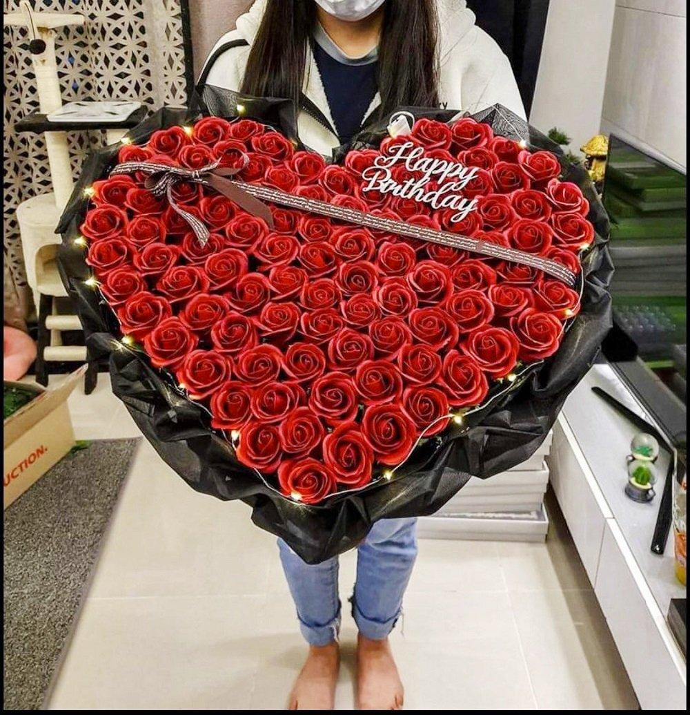 Bó hoa hồng sáp thơm đỏ trái tim kèm dây đèn