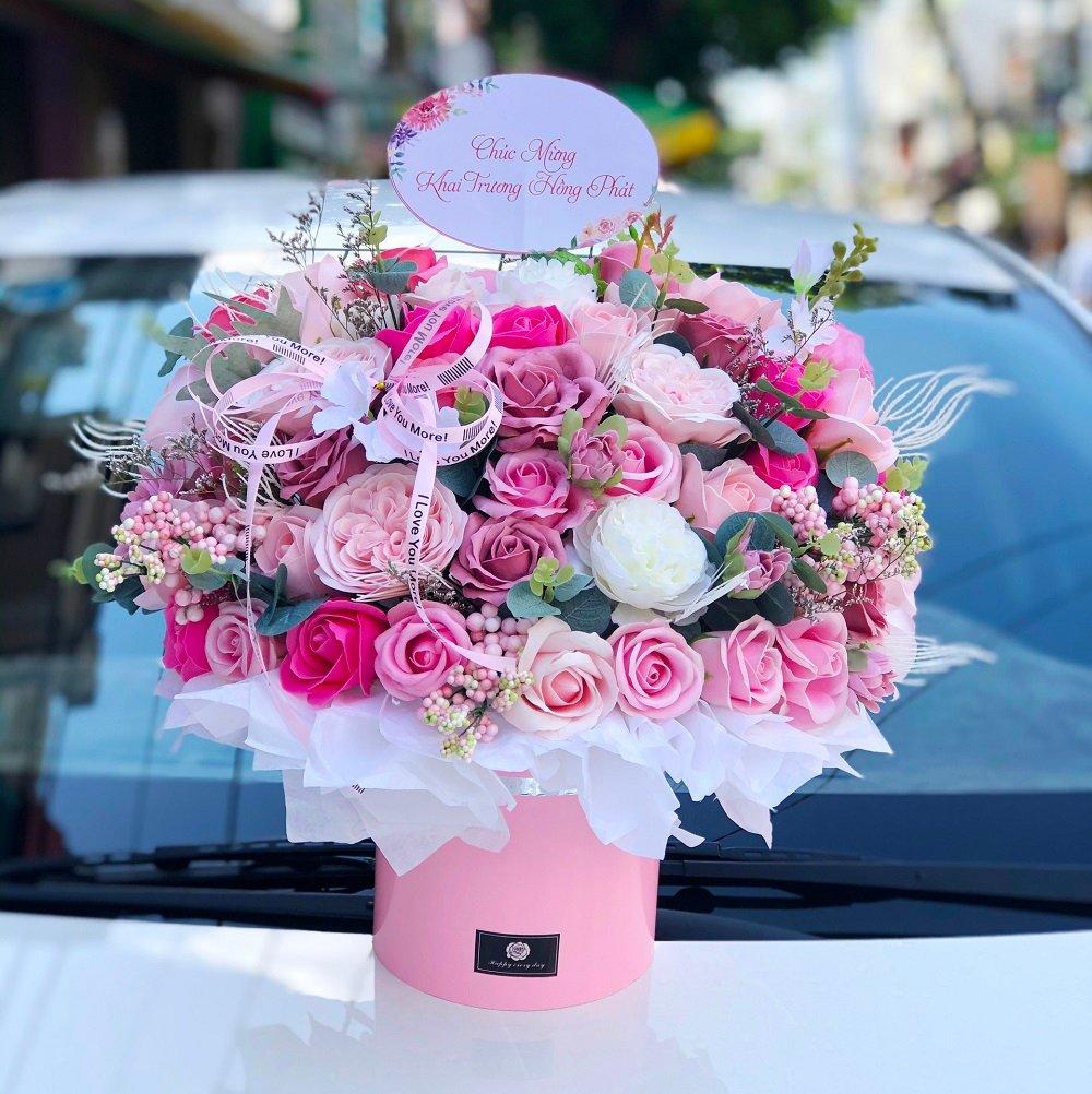 Hộp hoa để bàn chúc mừng