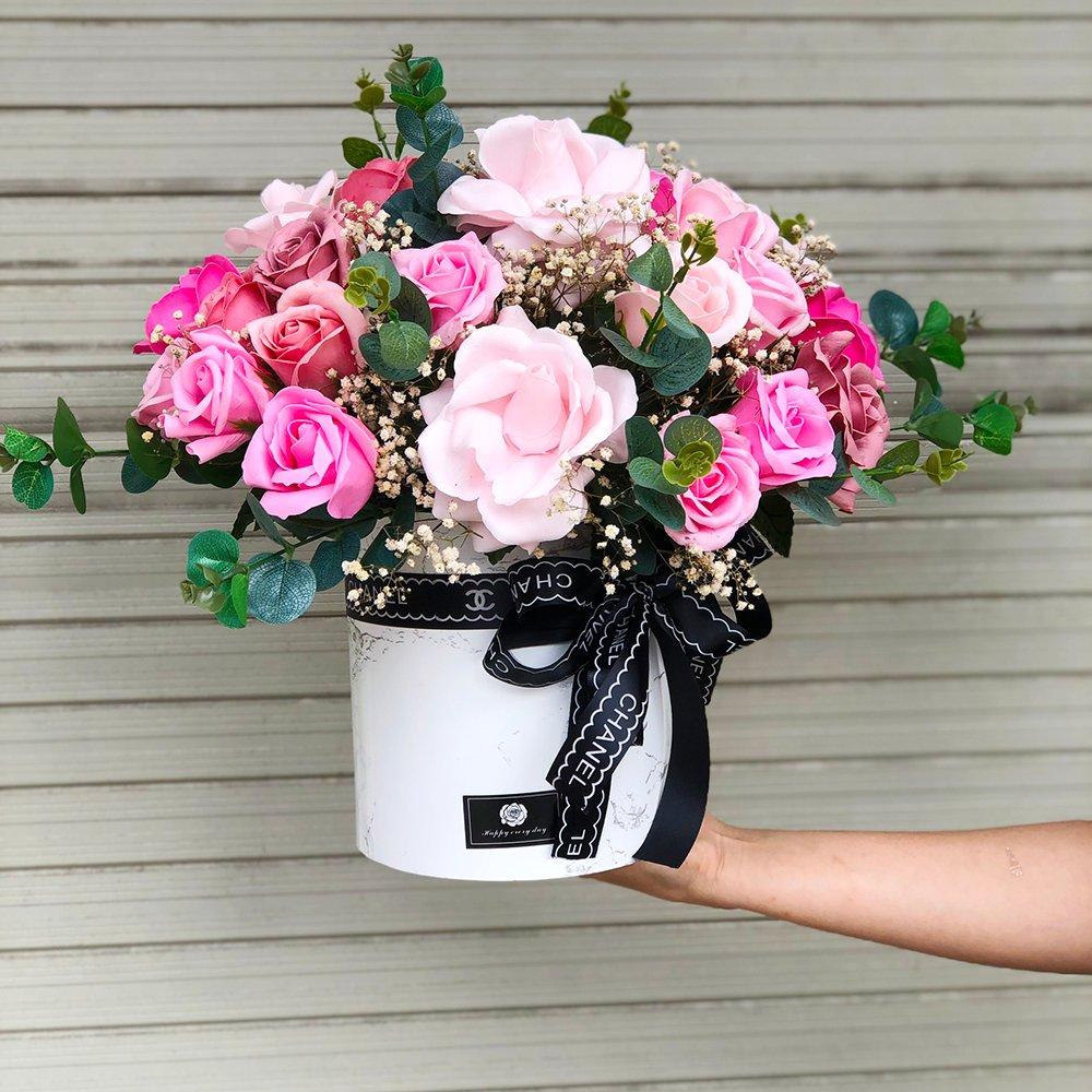 Hộp hoa để bàn sắc hồng