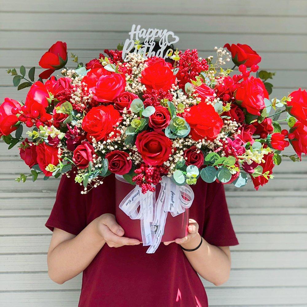 Hộp hoa để bàn chúc mừng sắc đỏ