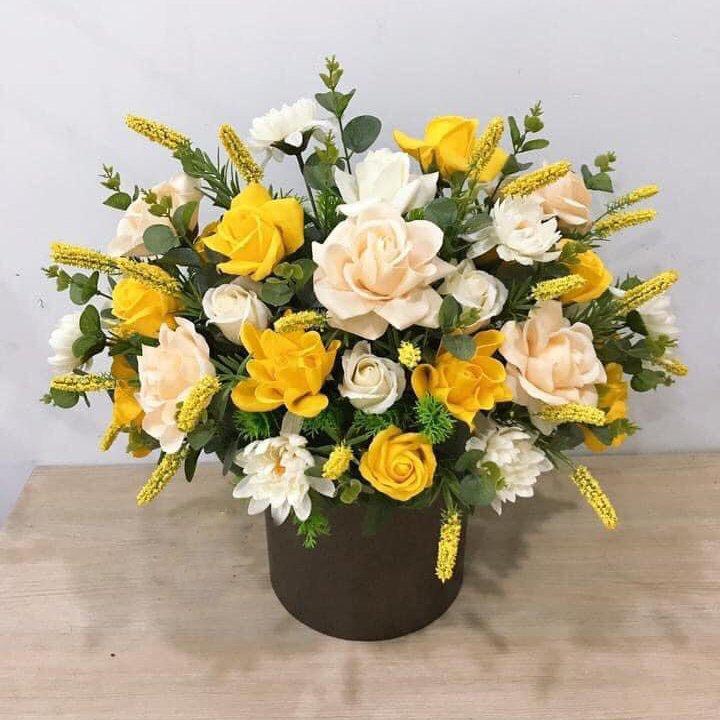 Chậu hoa sáp thơm sắc vàng - kem