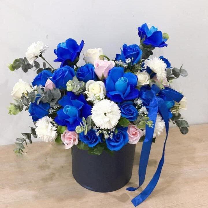 Chậu hoa sáp thơm sắc xanh - trắng