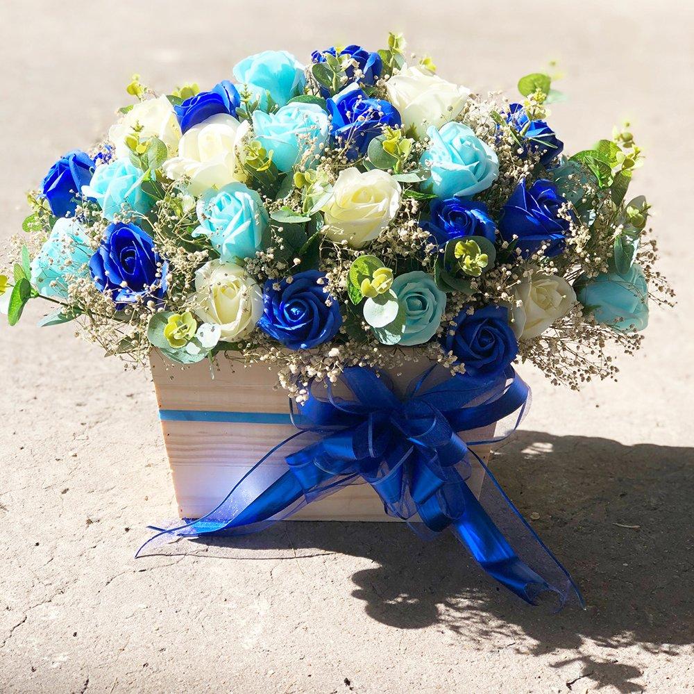 Hộp gỗ hoa hồng sáp thơm sắc xanh để bàn