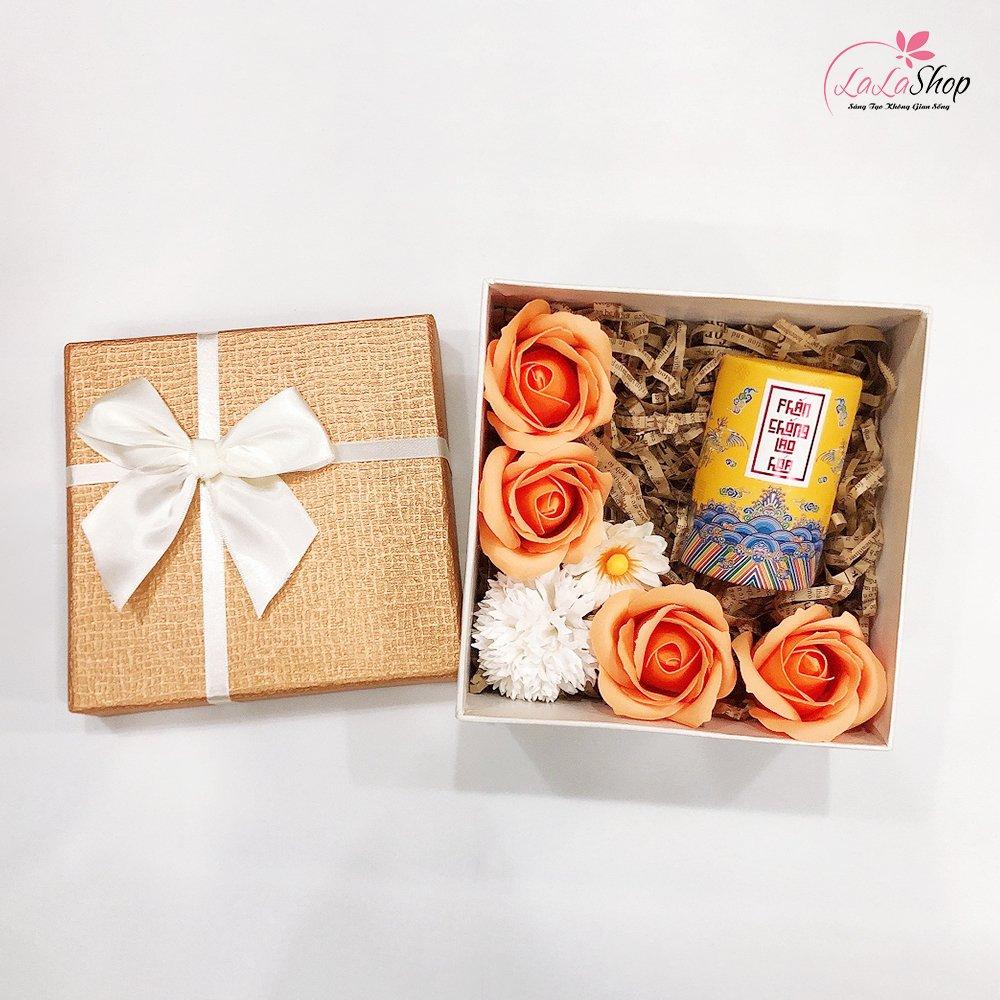 Set hộp quà tặng kèm hoa và phấn chống lão hoá