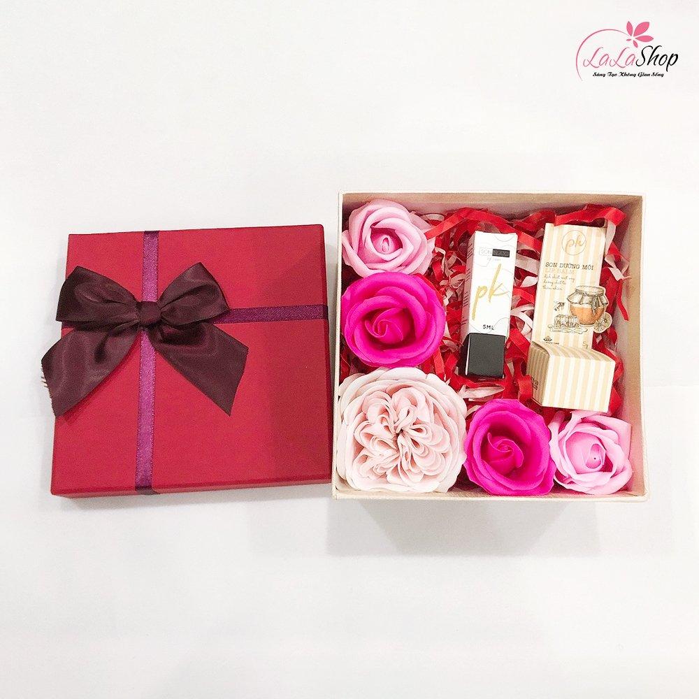 Set hộp quà tặng tuổi trẻ 3 kèm hoa