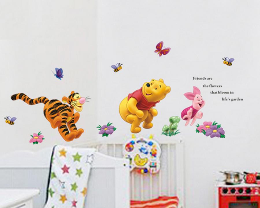 Decal dán tường gấu chạy nhảy