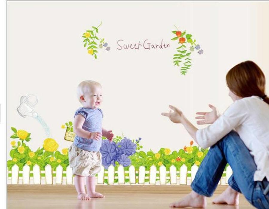 Chân tường hoa nắng