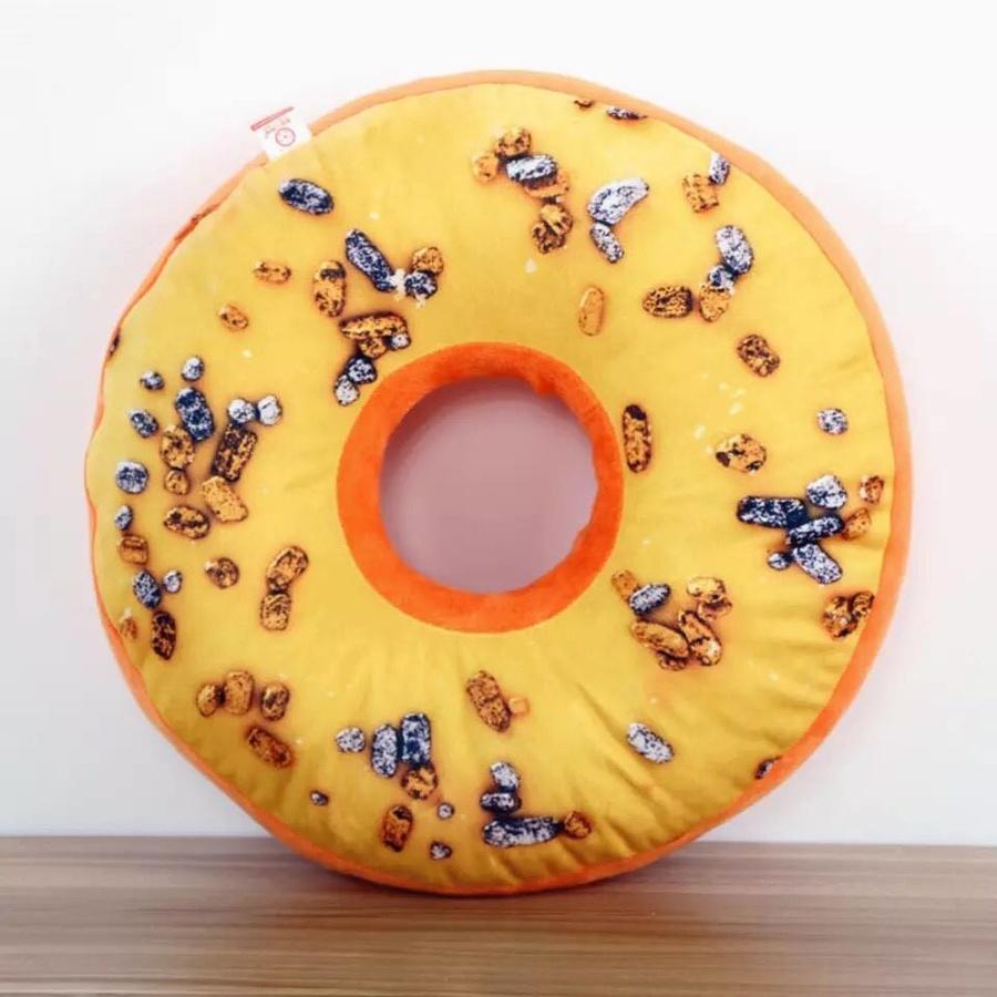 Gối 3D bánh rán vàng